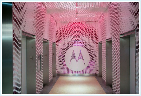Motorola Off Elevator Touring Motorolas HQ with Midwest Verizon Influencers #VZWbuzz